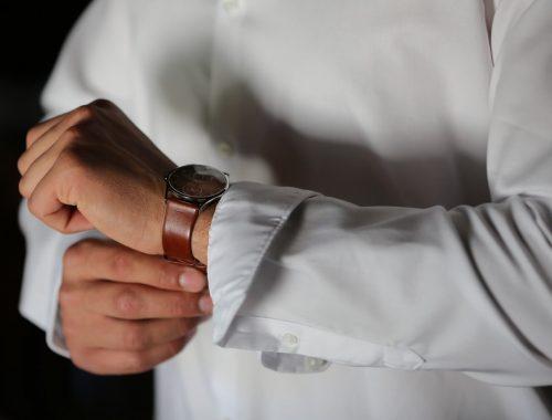 la montre, l'accessoire ultime du parfait marié